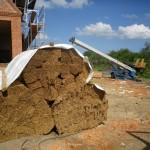 Neues Reet braucht das Dach...